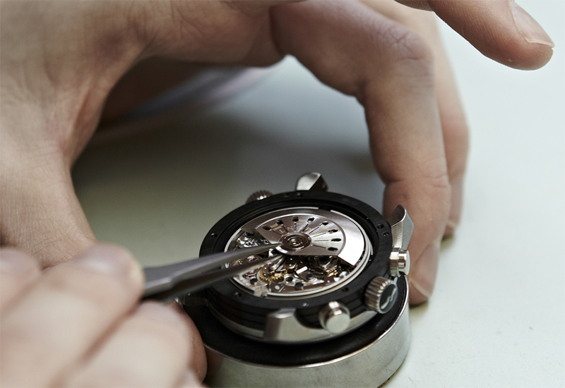 bremont-movement-being-fixed.jpg