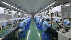 TO GO WITH China-US-IT-Internet-lifestyle-Apple,FOCUS by Tom Hancock This picture taken on April 22, 2015 shows Chinese workers assembling a cheaper local alternative to the Apple Watch in a factory producing thousands every day in Shenzhen, in southern China's Guangdong province.  The much-hyped Apple Watch goes on sale on April 24, but Chinese factories are already churning out cheaper alternatives to the apparent delight of local consumers.    CHINA OUT      AFP PHOTO        (Photo credit should read STR/AFP/Getty Images);Perfect Storm watch industry feature