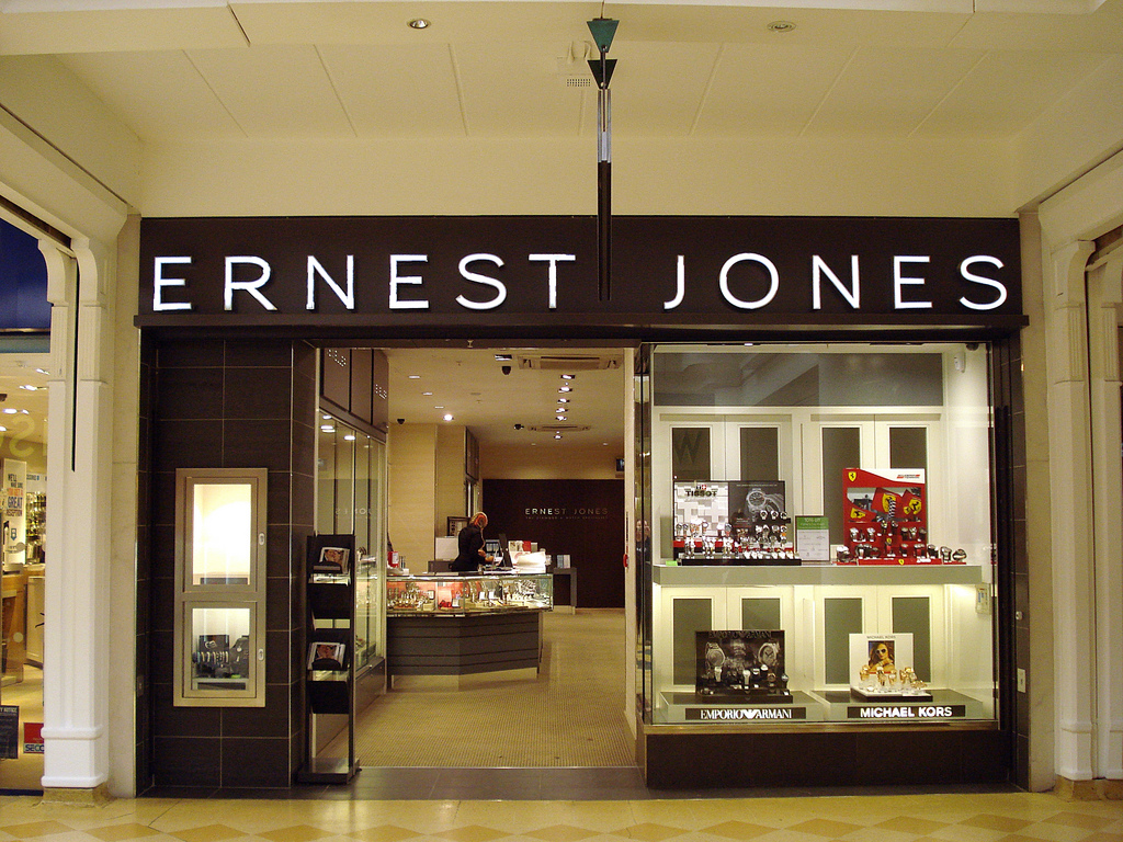 986aeb4d0 Ernest Jones set to open its third British outlet store - WatchPro