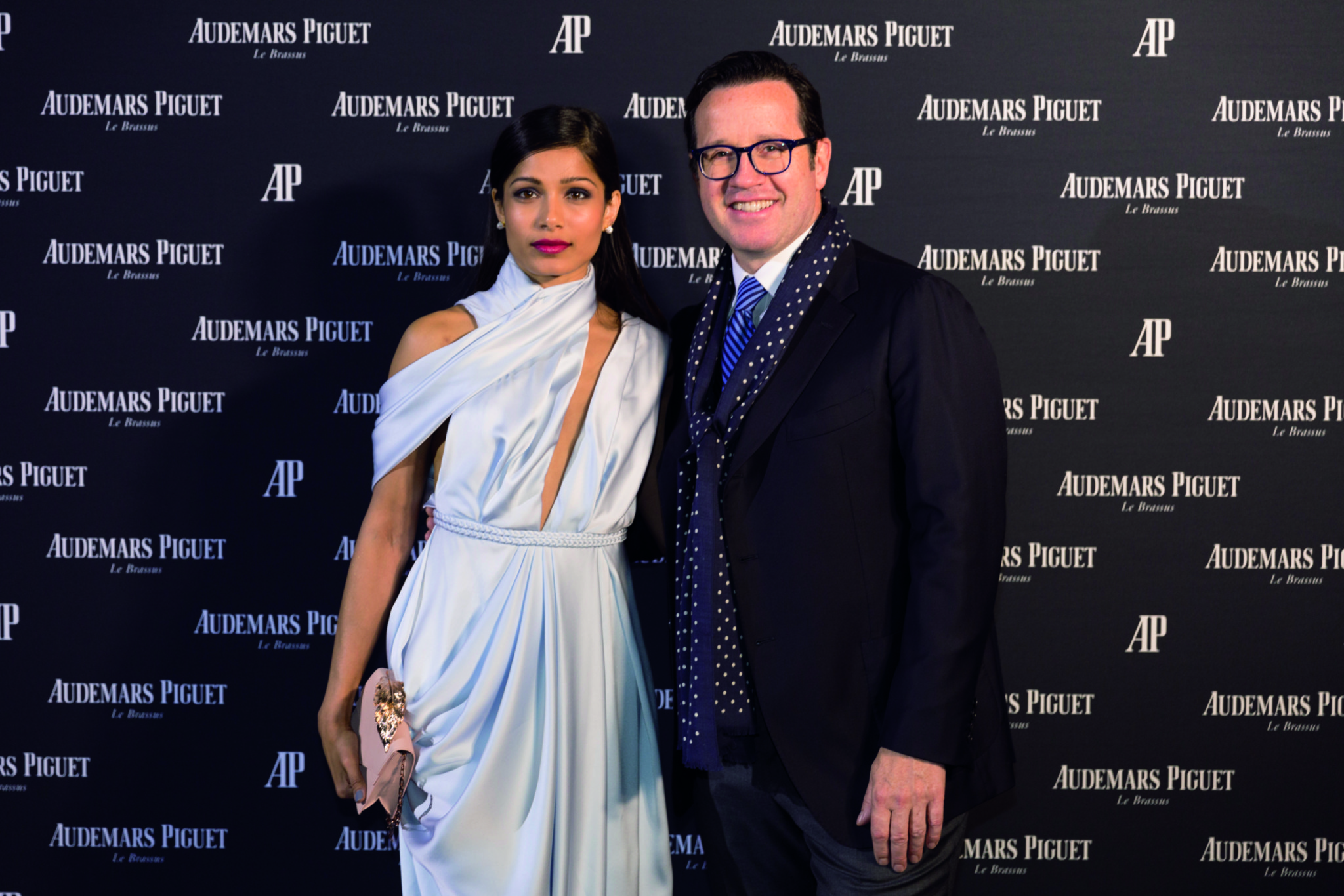 ap_royal_oak_frosted_gold_launch_06_freida_pinto_and_fhb_prcmyk