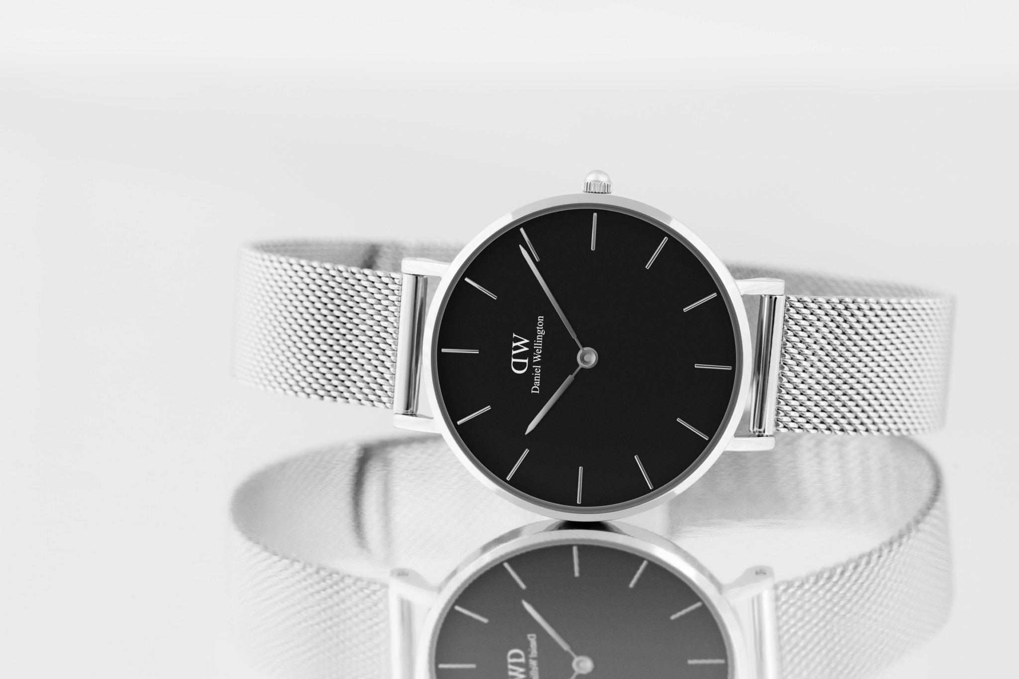 Probe after Kendall Jenner reports jewellery theft