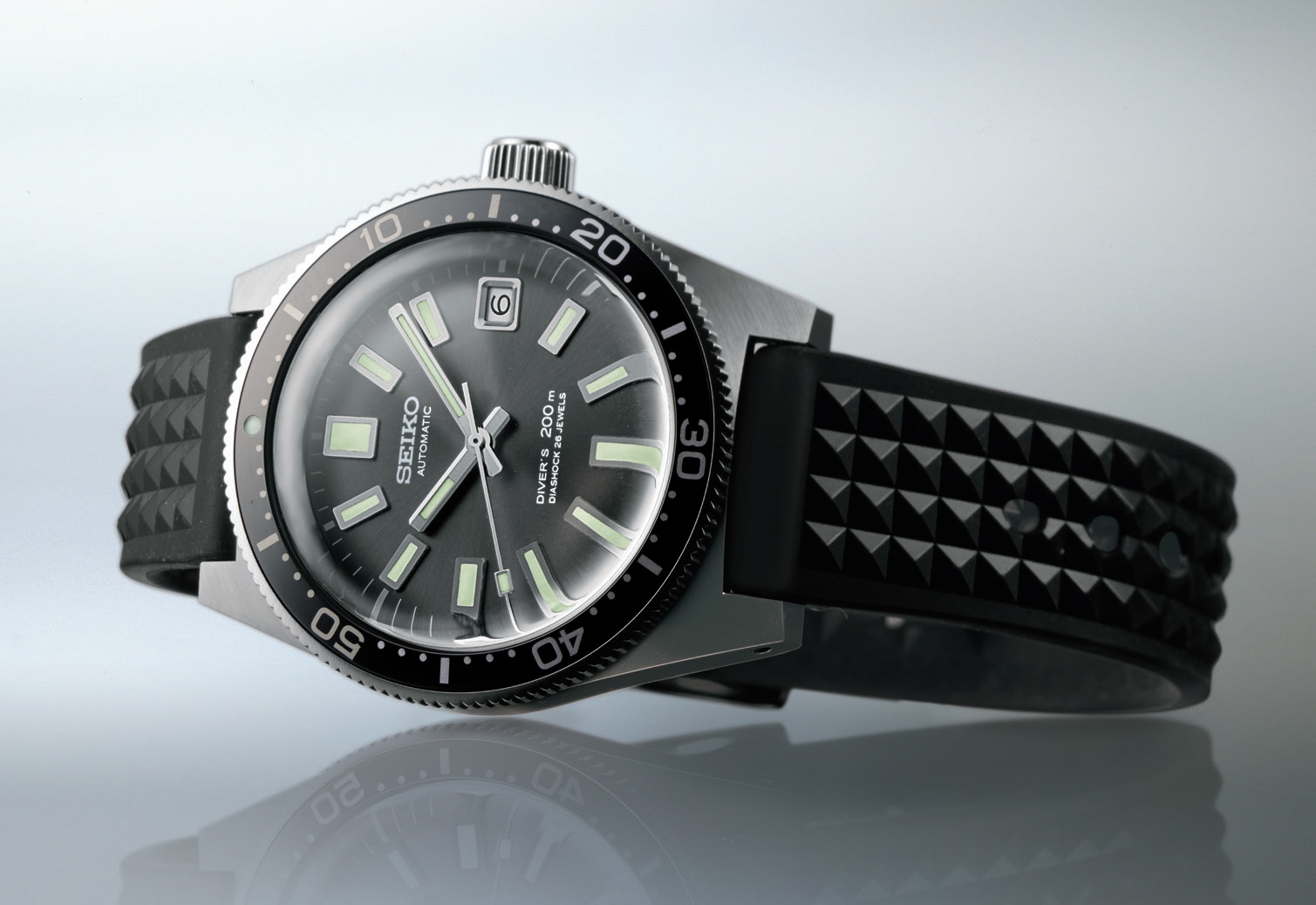Seiko's first diver's watch from 1965 is re-invented in the Prospex collection. SLA017