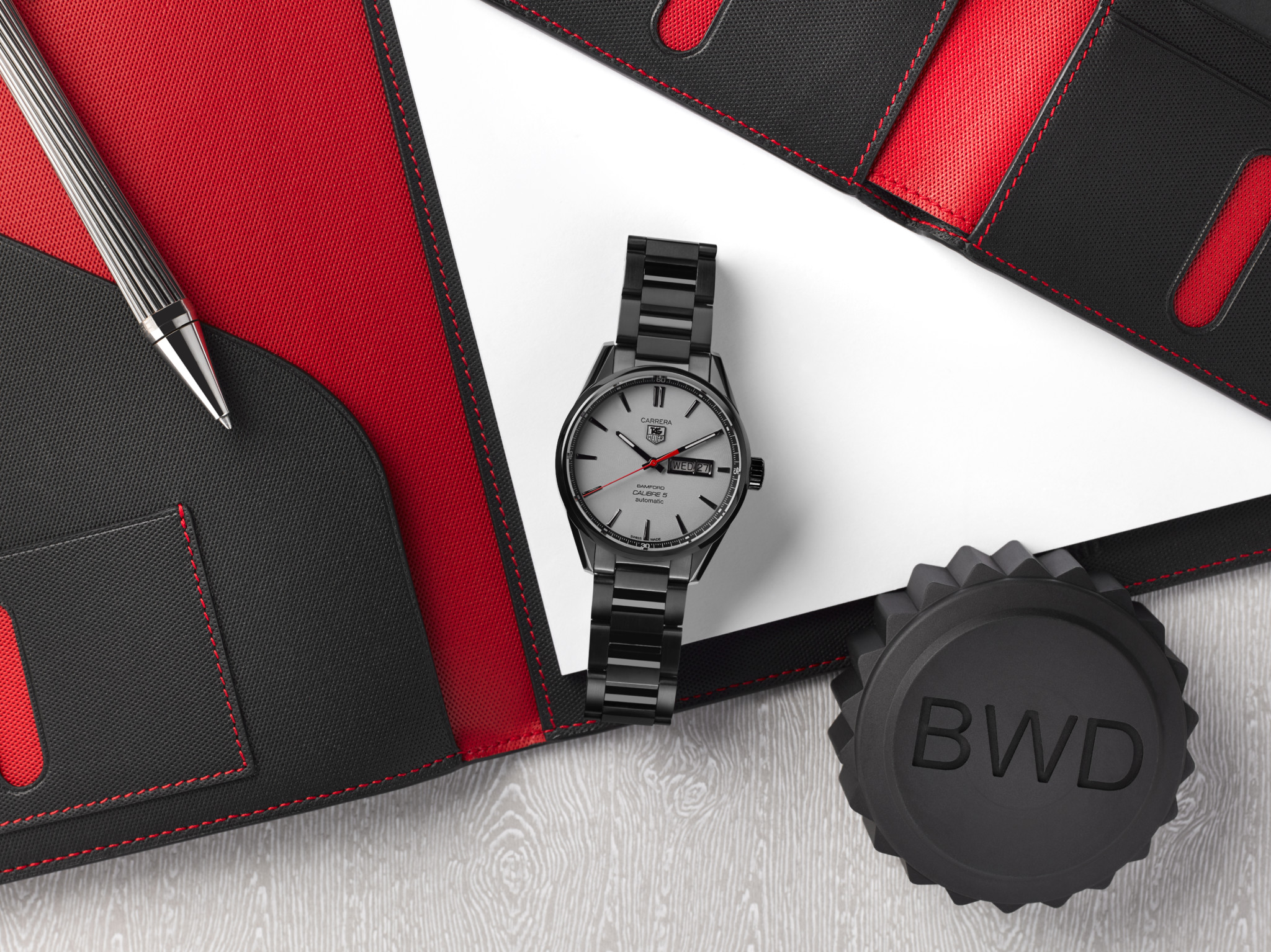 BWD_Tag_CarreraCalibre5_MatteBlack_Grey&Red_Lifestyle_001