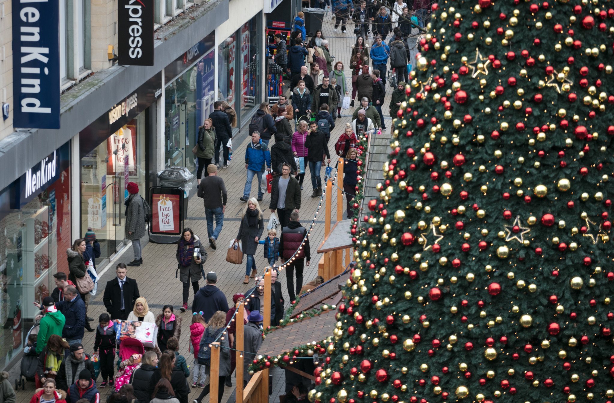 High Street Retailers Battle For Share Of Xmas Spend