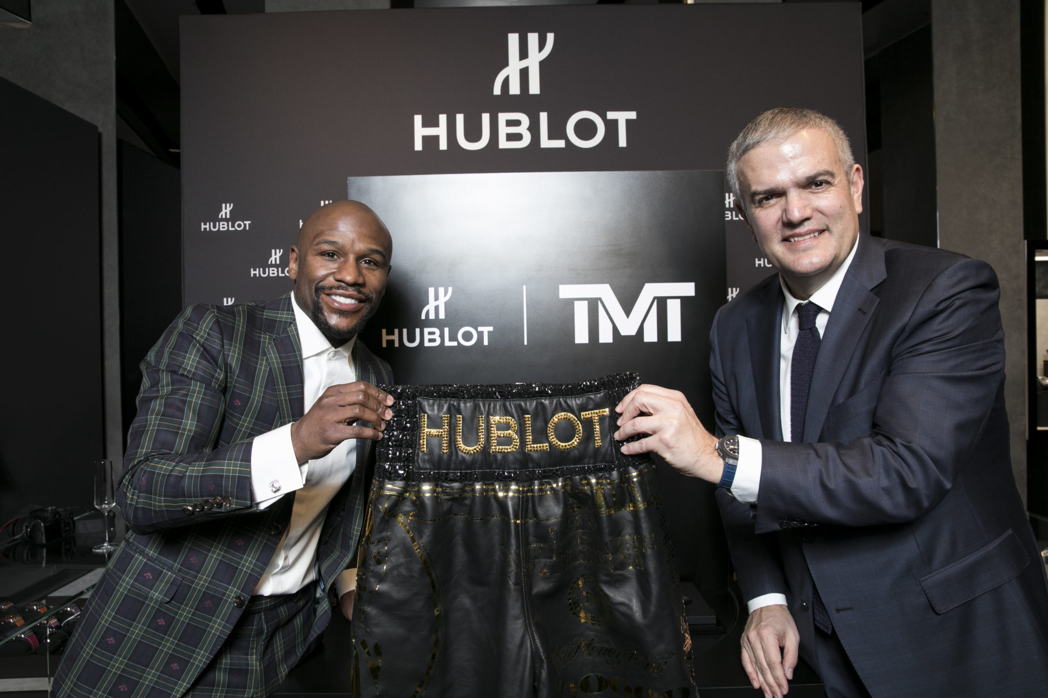 floyd-mayweather-and-ricardo-guadalupe-at-hublot-boutique-crystals-in-las-vegas-1
