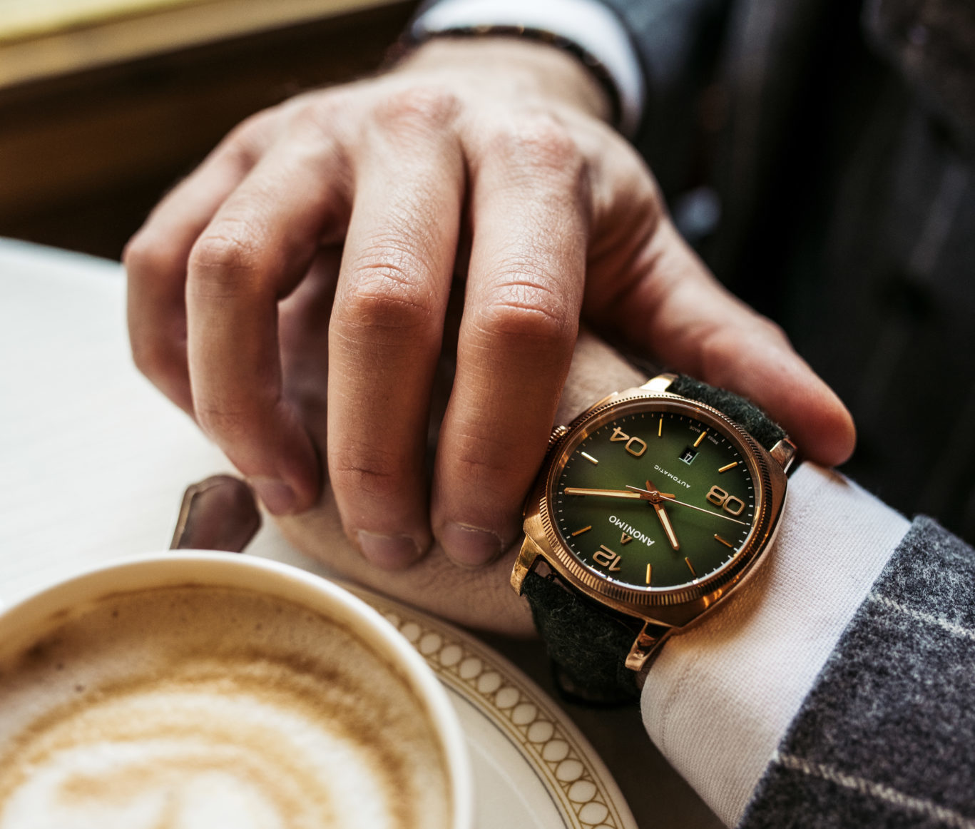 Italian-lifestyle-with-EPURATO-imperial-green